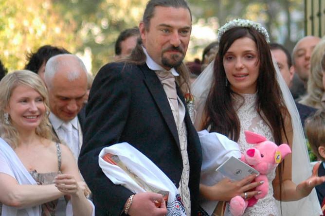 Дочь Юлии Тимошенко Евгения и Шон Карр во время венчания, 2006 год