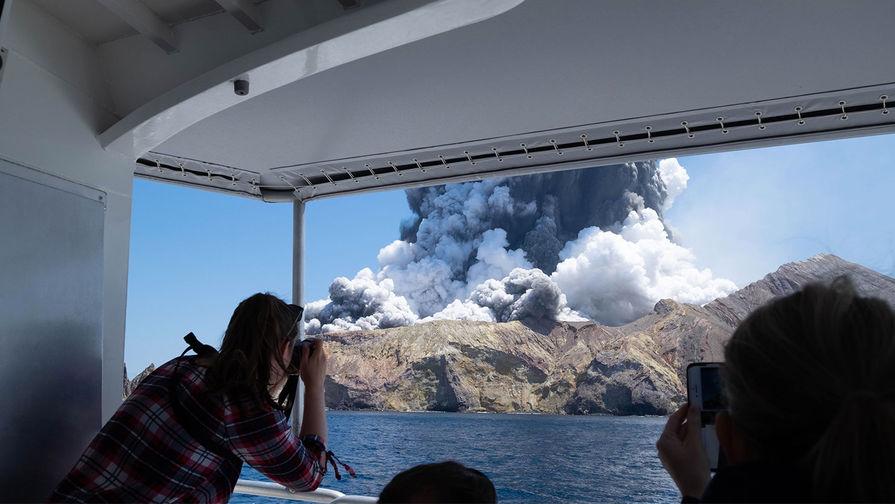 В Новой Зеландии проснулся вулкан. В момент извержения на острове Уайт-Айленд находились около 100 человек, 16 из них погибли, 9 декабря 2019 года