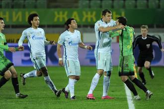 Стычка в матче «Анжи» — «Зенит» едва не переросла в полномасштабное побоище.