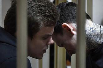 Футболисты Павел Мамаев и Александр Кокорин, обвиняемые в хулиганстве и побоях, во время заседания Пресненского районного суда Москвы, 3 апреля 2019 года