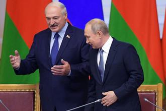 Президент России Владимир Путин и президент Белоруссии Александр Лукашенко на пленарном заседании VI Форума регионов России и Белоруссии в Таврическом дворце, Санкт-Петербург, 18 июля 2019 года