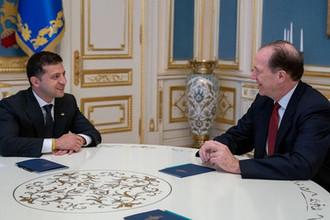 Президент Украины Владимир Зеленский во время встречи с главой Всемирного банка Дэвидом Малпассом в Киеве, 23 августа 2019 года