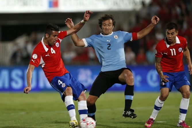 Победу чилийцам принесли голы Паредеса и Варгаса