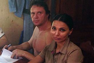 Сергей Полонский и адвокат Диана Татосова в камбоджийской тюрьме
