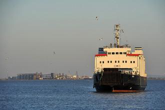 Пассажирский паром в Керченском проливе