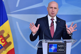 Премьер-министр Молдавии Павел Филип во время встречи с генсеком НАТО Йенсом Столтенбергом в штаб-квартире альянса в Брюсселе, 30 марта 2017 года