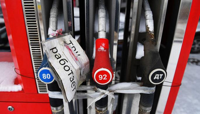 Парадокс России: почему нефть обвалилась, а бензин нет