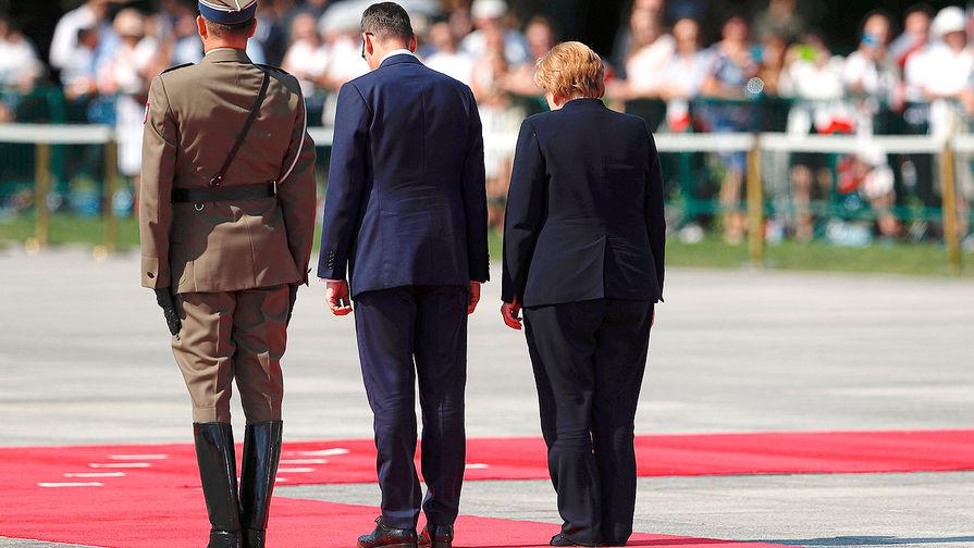 """Захарова назвала """"глупым"""" отказ звать Россию на годовщину Второй мировой"""