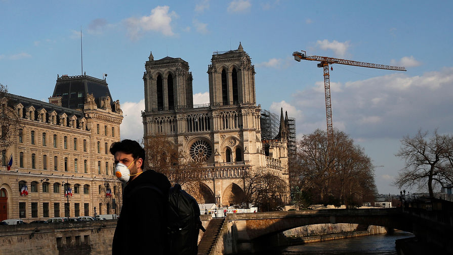 Вид на Собор Парижской Богоматери в Париже, апрель 2020 года