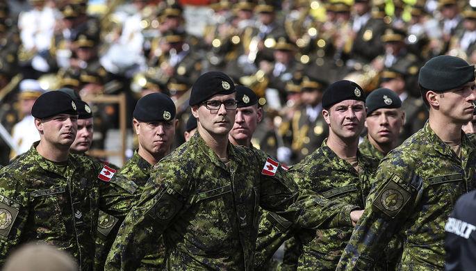 Канадские военнослужащие на параде в честь Дня независимости Украины в Киеве, 24 августа 2017 года