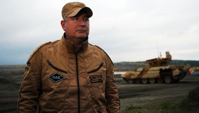 Дмитрий Рогозин у БМПТ «Терминатор» на IX Международной выставке вооружения, военной...