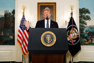 Дональд Трамп выступает с речью по поводу стрельбы в школе во Флориде, 15 февраля 2018