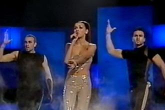 Выступление Алсу с песней «Solo» на Евровидении, 2000 год. Алсу стала второй, принеся первое в истории призовое место России