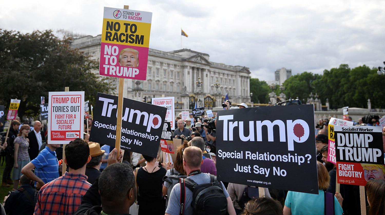 Французы вышли на манифестацию против приезда Трампа