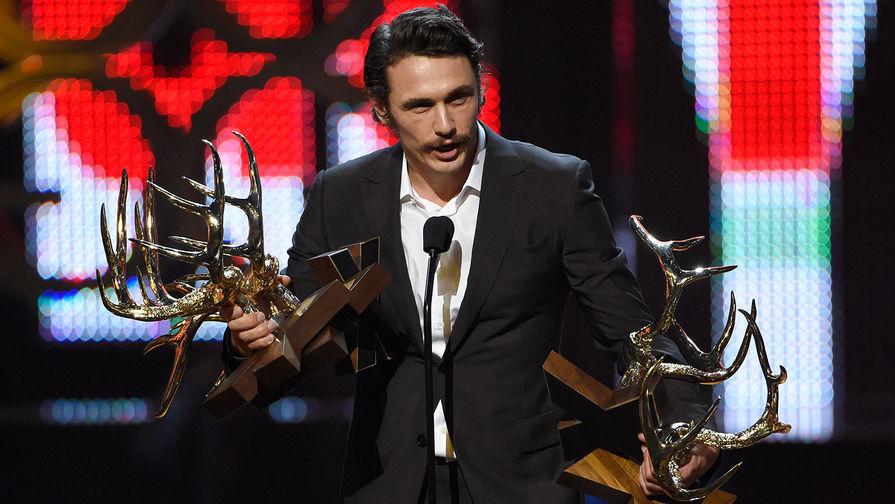 Джеймс Франко получает награду Guys Choice Awards 2016