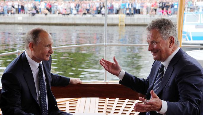 Президент России Владимир Путин и президент Финляндии Саули Ниинистё во время прогулки по озеру...
