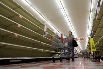 В магазинах опустели полки с товарами перед началом урагана «Харви». Корпус Кристи, штат Техас, 25 августа 2017