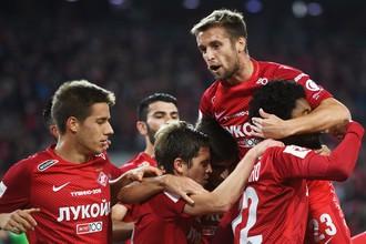 Футболисты «Спартака» празднуют гол