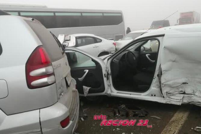Последствие массового ДТП на трассе М4 в Адыгее, 17 января 2020 года