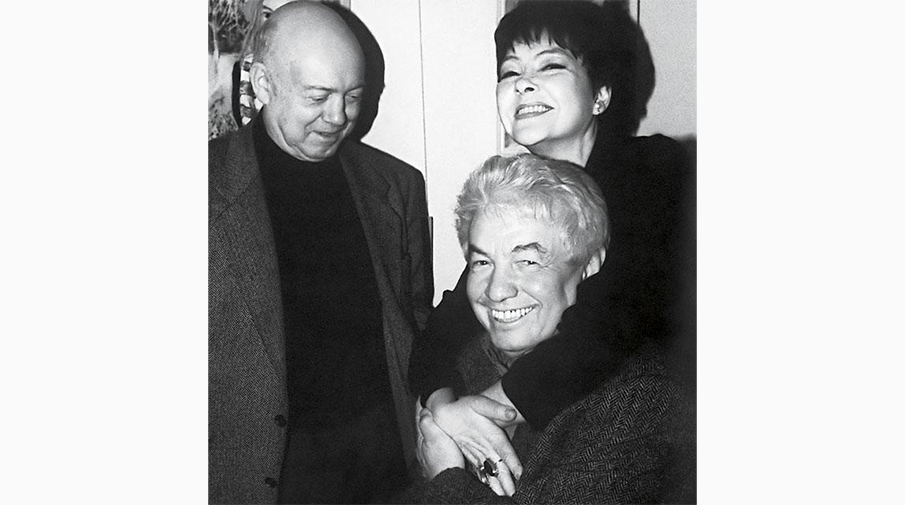 Борис Мессерер (слева), Владимир Войнович и Белла Ахмадулина (справа)