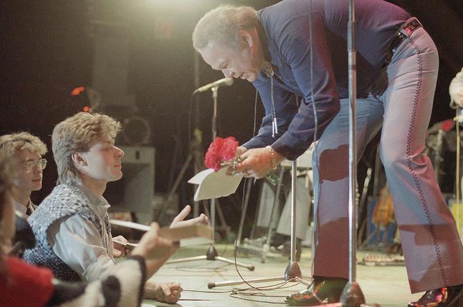 Кантри-музыкант Рой Кларк после концерта в Москве, 1988 год