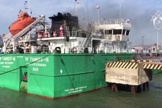 Последствия пожара на танкере в порту Махачкалы, 11 июня 2019 года