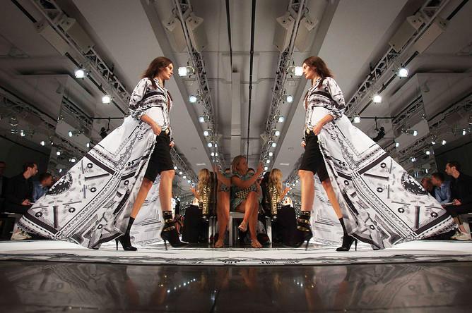 Показ новой коллекции Versace на Неделе моды в Нью-Йорке