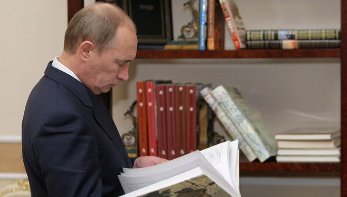Буквы власти: какие книги читают Путин и Трамп