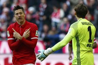 Нападающий «Баварии» Роберт Левандовски в матче с «Гамбургом» оформил хет-трик