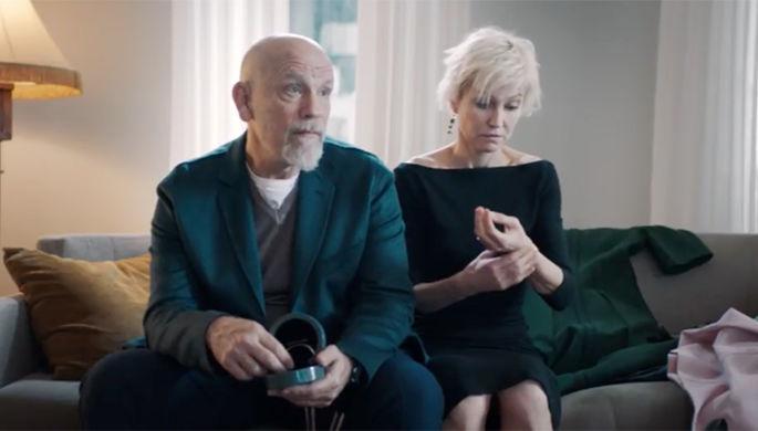 Джон Малкович и Ингеборга Дапкунайте в фильме «Про любовь. Только для взрослых» (2017)