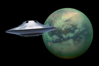 Спутник Сатурна Титан, сфотографированный зондом «Кассини», коллаж