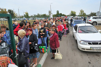 Пограничный переход между Украиной и Россией в Ростовской области, сентябрь 2014 года
