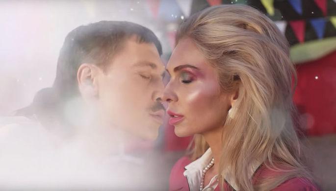 Кадр из клипа Димы Билана «Про белые розы» (2019)