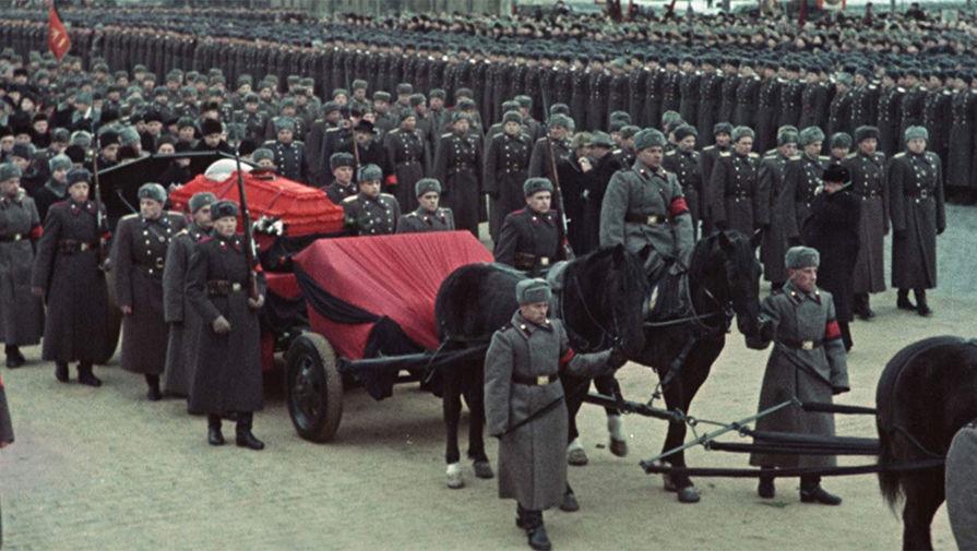 Кадр из фильма «Прощание со Сталиным» (2019)