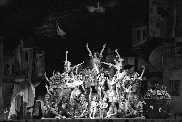 Финальная сцена балета Карэна Хачатуряна по сказке Джанни Родари «Приключения Чиполлино» в Большом театре, 1977 год