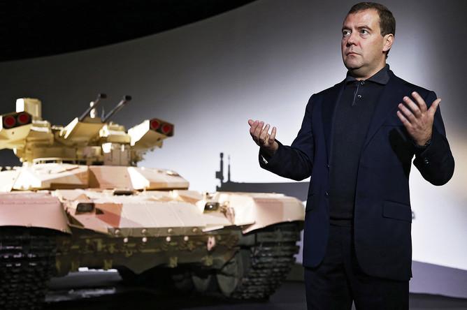 Дмитрий Медведев на презентации боевой машины огневой поддержки «Терминатор-2» на выставке вооружения, военной техники и боеприпасов «Российская выставка вооружения. Нижний Тагил- 2013»