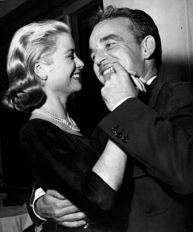 Грейс Келли и князь Монако Ренье III во время медового месяца на Мальорке, 1956 год