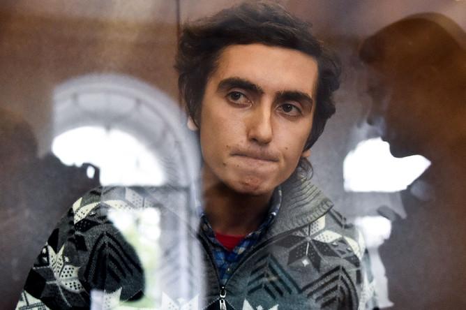 <b>Владимир Емельянов.</b> Суд приговорил фигуранта дела о массовых беспорядках к двум годам условно. Он был признан виновным в нападении на бойца ОМОН