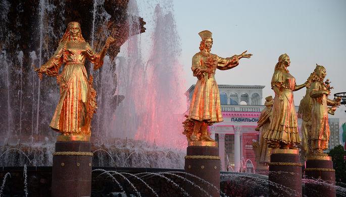 Скульптуры фонтана «Дружбы народов» на ВДНХ