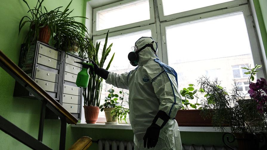 Онищенко оценил риск заболеть коронавирусом в подъезде дома
