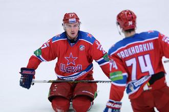 Первую шайбу в ворота «Автомобилиста» забросил Григоренко с передачи Прохоркина