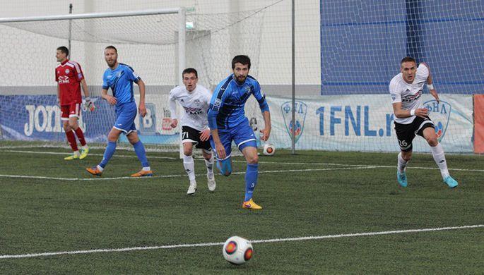 Три пенальти и драка для команды Карпина