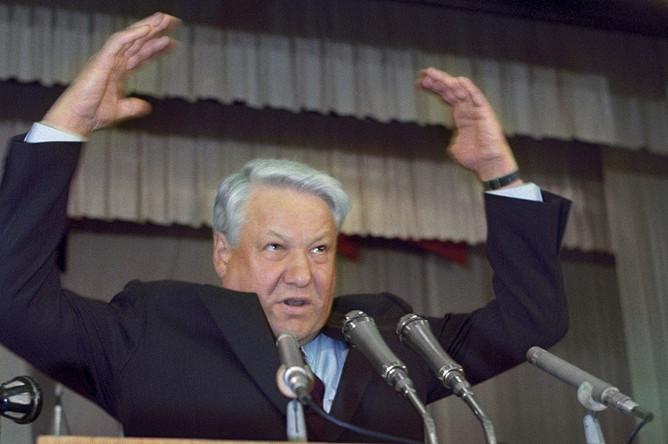 Председатель Верховного Совета РСФСР Борис Ельцин во время выступления на расширенном заседании забастовочных комитетов Кузбасса, 1991 год