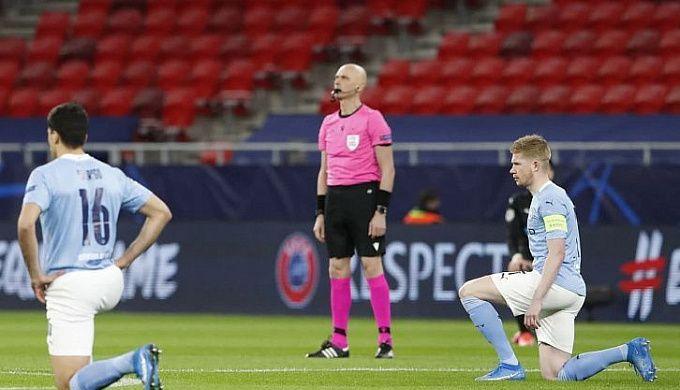 Игроки «Спартака» празднуют гол в матче с «Арсеналом»