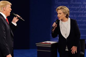 Дональд Трамп и Хиллари Клинтон во время дебатов, 2016 год