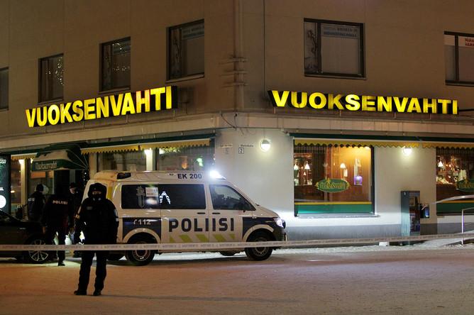 На месте трагедии перед рестораном Vuoksenvahti в городе Иматра, Финляндия