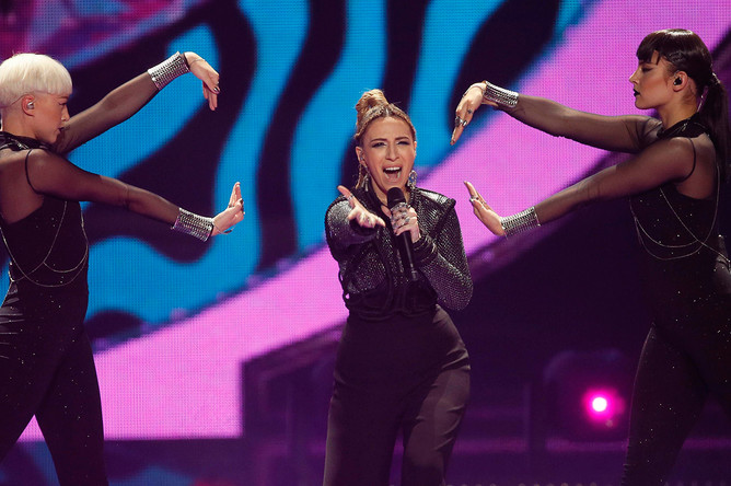 Участница от Армении Арцвик в финале конкурса «Евровидение-2017» в Киеве, 13 мая 2017 года