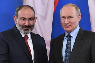 Премьер-министр Армении Никол Пашинян и президент России Владимир Путин во время встречи на полях экономического форума в Санкт-Петербурге, 6 июня 2019 года