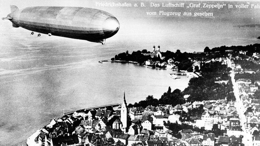 Немецкий дирижабль «Граф Цеппелин» над Фридрихсхафеном, открытка 1930 года