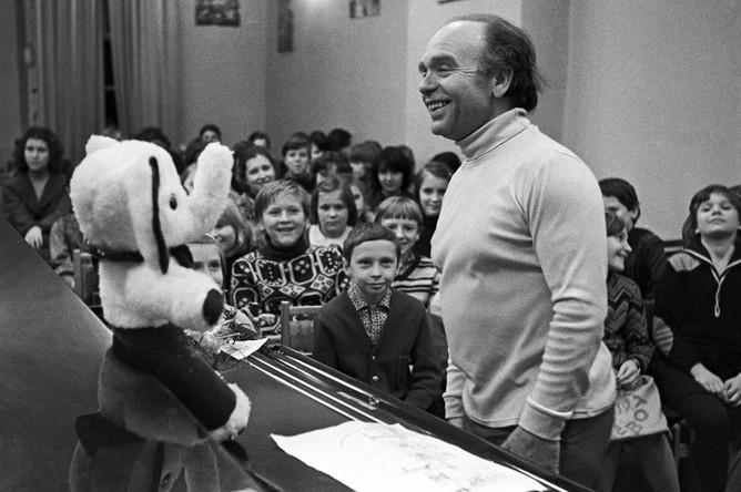 Композитор Владимир Шаинский в гостях у воспитанников детской хоровой школы «Восход», 1981 год